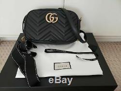 Authentique Gucci Small Marmont GG Crossbody en cuir noir chaîne dorée Sac