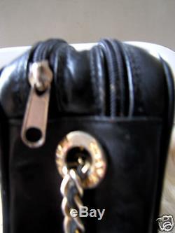 CHANEL sac cuir metelassé avec logo, chaine dorée gold, signé, VTG retro chic