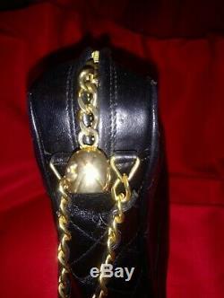 Chic et très tendance Sac a main chanel cuir matelassé noir logo CC bandoulière