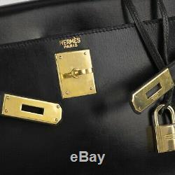 Hermès Kelly 28 en cuir box noir, bijouterie or, très bon état