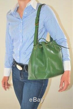 Louis Vuitton, Sac NOE PM en cuir épi vert