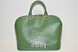 Louis Vuitton, beau sac ALMA en cuir épi vert