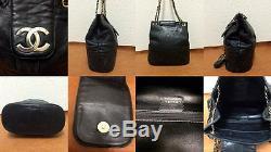 Magnifique sac CHANEL en cuir noir avec chaîne