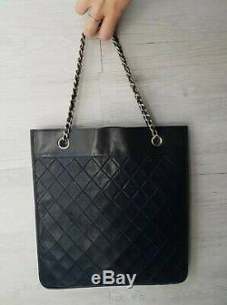 SAC Vintage CHANEL / SAC CHANEL NOIR Sac plat / CHANEL BLACK HAND BAG