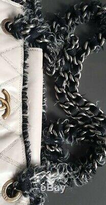 Sac à main Chanel Grand Shopper cuir beige et tweed gris