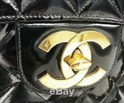Sac à main Chanel Timeless jumbo en cuir vernis matelassé noir