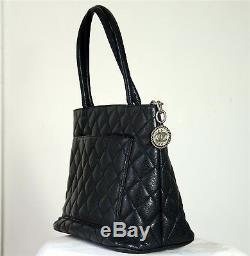 Sac cuir grainé noir matelassé CHANEL modèle Médaillon. Leather bag leder Tasche