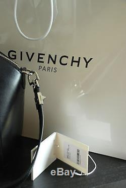 Sac à main Givenchy Antigona small petit noir cuir lisse porté épaule IT BAG